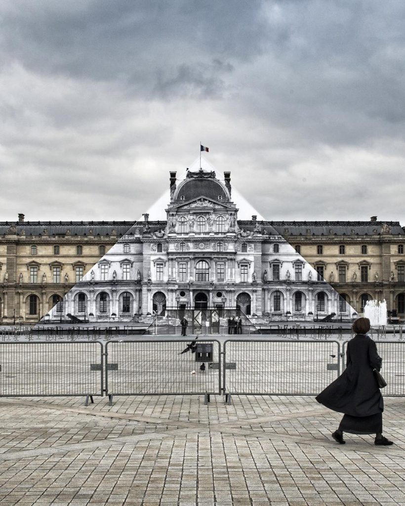 JR au Louvre -The pyramid