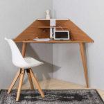 A clever corner desk